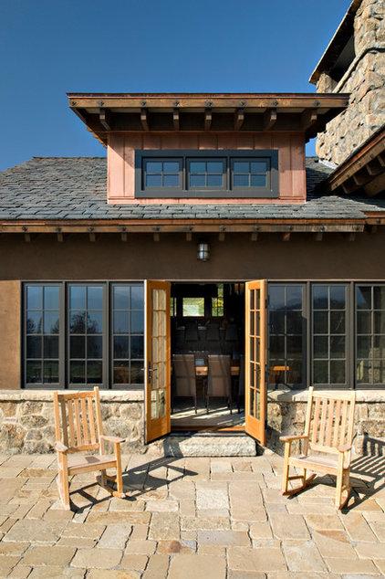 Rustic Exterior by Centre Sky Architecture Ltd