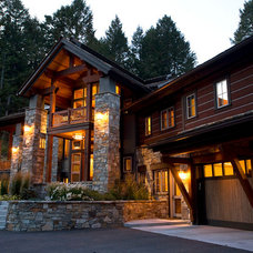 Rustic Exterior by Dubbe Moulder Architects