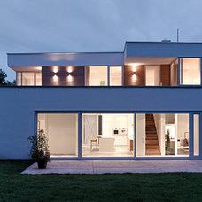 Modern Exterior by LA Leicht