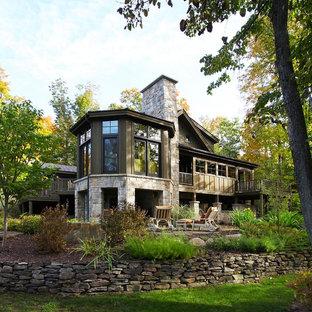 Diseño de fachada clásica con revestimiento de piedra