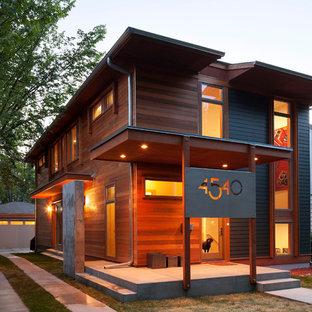 ミネアポリスのモダンスタイルのおしゃれな家の外観 (木材サイディング) の写真