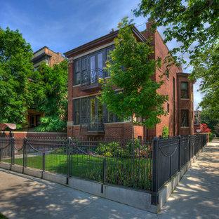Idéer för stora vintage röda hus, med tegel, platt tak, tre eller fler plan och tak i mixade material