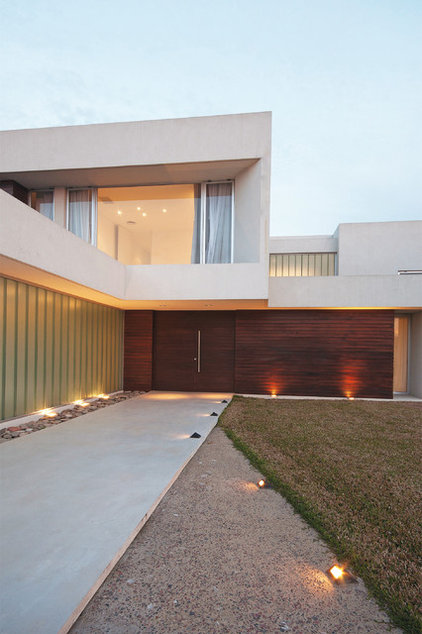 contemporary exterior by Vanguarda Architects