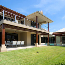 Asian Exterior by Imperial Homes Qld Pty Ltd