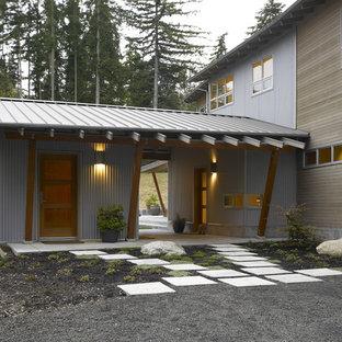 Foto på ett funkis hus, med metallfasad