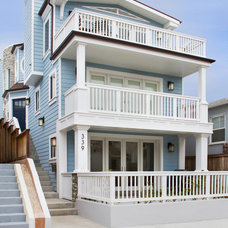 Beach Style Exterior by Joseph Spierer Architects