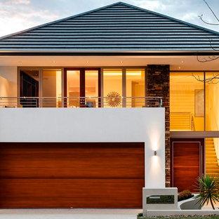 Diseño de fachada contemporánea, de tamaño medio, de dos plantas, con tejado a cuatro aguas