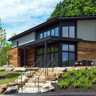 Foto de fachada contemporánea, grande, de dos plantas, con revestimientos combinados y tejado de un solo tendido