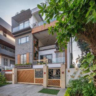 Vierstöckiges, Graues Asiatisches Einfamilienhaus mit Mix-Fassade in Hyderabad