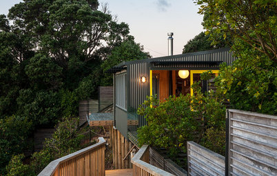 Houzz Tour: A Great Escape Hugs Cliff and Tree