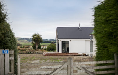 Houzz Tour: Weekend Fishing Cabin Rises in New Zealand