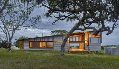 Houzz Tour: A Modern Off-Grid Holiday Home Inspired by the Aussie Shed