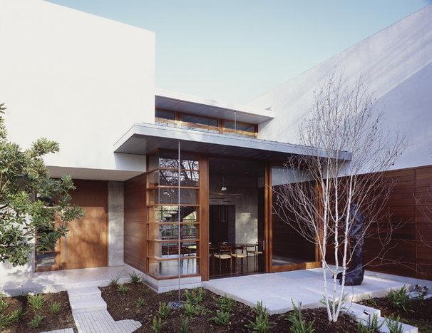 Midcentury Exterior by Ehrlich Architects