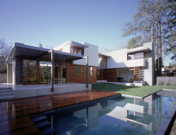 Midcentury Exterior by Ehrlich Architects