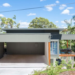 Inspiration for a contemporary split-level grey exterior in Sunshine Coast with a flat roof.