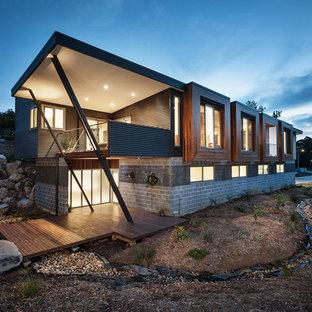 メルボルンのコンテンポラリースタイルのおしゃれな家の外観 (混合材サイディング、片流れ屋根) の写真