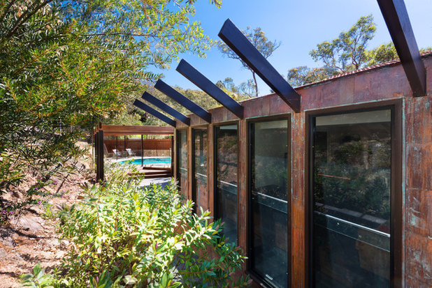 Rustic Exterior by Statkus Architecture Pty Ltd