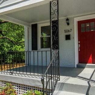 ワシントンD.C.の小さいエクレクティックスタイルのおしゃれな家の外観 (レンガサイディング、グレーの外壁、タウンハウス) の写真