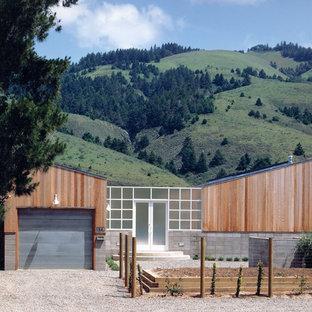 Источник вдохновения для домашнего уюта: деревянный дом в современном стиле с крышей-бабочкой