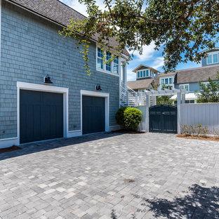 Foto de fachada de casa azul, romántica, extra grande, de tres plantas, con tejado de teja de madera