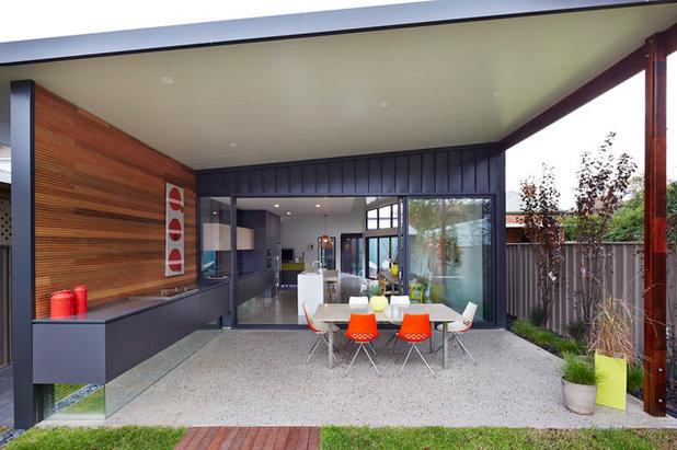 Contemporary Exterior by Mosmo Living