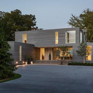 Idéer för att renovera ett funkis grått hus, med två våningar och platt tak