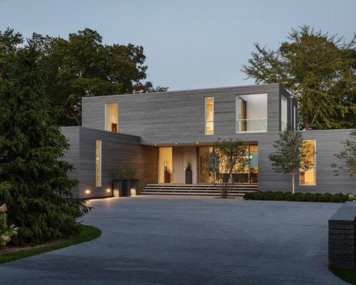 Zweistöckiges, Graues Modernes Einfamilienhaus Mit Holzfassade Und  Flachdach In Minneapolis