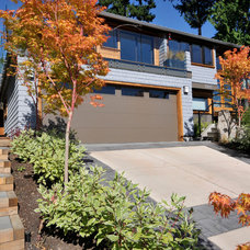 Contemporary Exterior by Warline Painting Ltd.