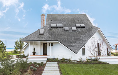 Houzz Tour: Turning the Tide for a Pacific Northwest Island Home