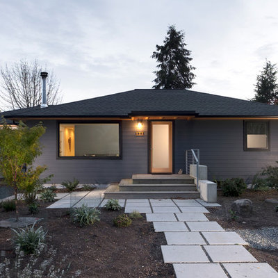 Mid-sized transitional blue one-story vinyl gable roof photo in Seattle