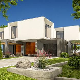 Modelo de fachada de casa blanca, minimalista, grande, a niveles, con revestimientos combinados y tejado plano