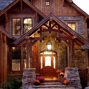 Inspiration för mycket stora rustika bruna trähus, med två våningar och sadeltak