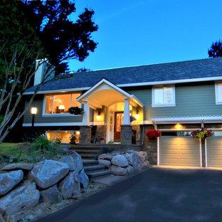 Großes, Grünes Klassisches Haus mit Mix-Fassade, Satteldach und Schindeldach in Portland