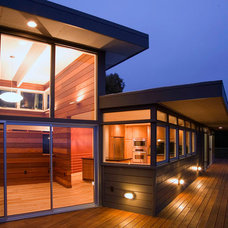 Modern Exterior by building Lab, inc.