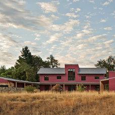 Modern Exterior by WA design