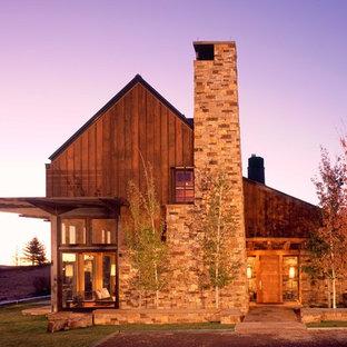 Diseño de fachada rural con revestimiento de piedra