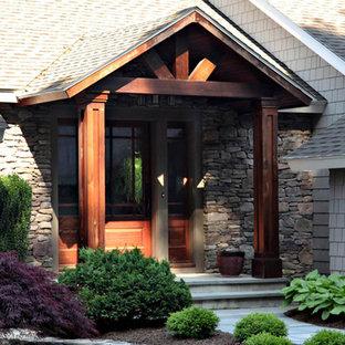 Ispirazione per la facciata di una casa piccola beige american style a un piano con rivestimento in legno