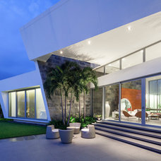 Contemporary Exterior by Window World S.A.
