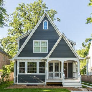Blaues Klassisches Haus mit Holzfassade in Chicago