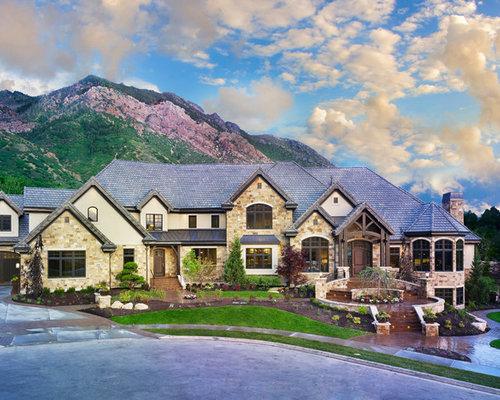 Fotos de fachadas dise os de fachadas con tejado a for Tejados de madera a cuatro aguas