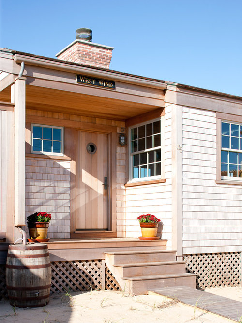 Cottage style entry door home design ideas pictures for Beach house siding ideas
