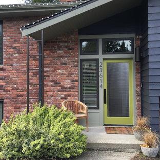 Idée de décoration pour une façade en brique bleue vintage de taille moyenne et à un étage avec un toit à deux pans.
