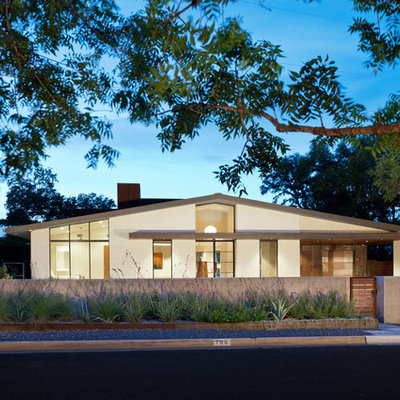 Mid-century modern one-story gable roof photo in Austin