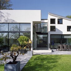 Contemporary Exterior by BARTHELEMY-IFRAH COLOMBES