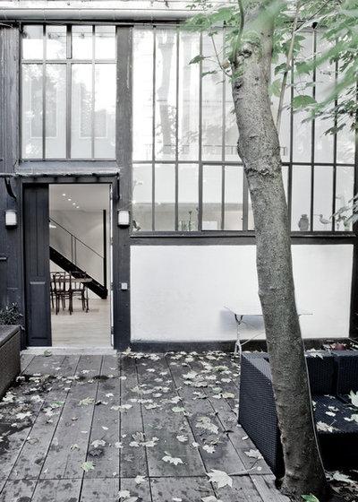 houzz tour a light filled paris studio redesigned for living. Black Bedroom Furniture Sets. Home Design Ideas