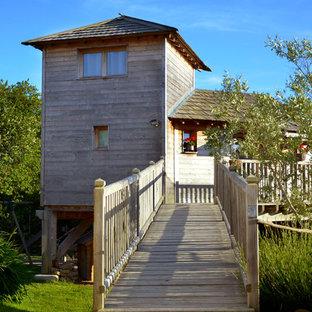 Foto de fachada de estilo de casa de campo, de tamaño medio, de dos plantas, con revestimiento de madera y tejado a cuatro aguas