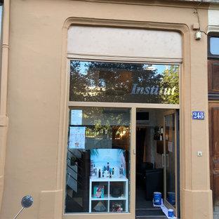 リヨンのトラディショナルスタイルのおしゃれな家の外観 (コンクリートサイディング、ベージュの外壁、アパート・マンション) の写真