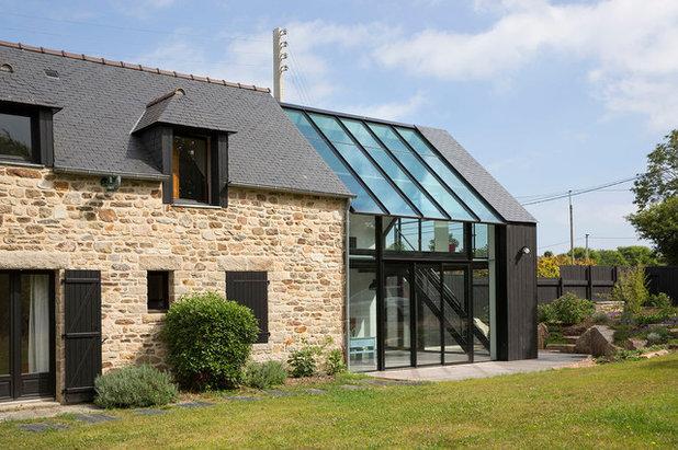 Architecture : Une extension en verre pour une maison de granit