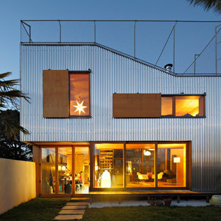 Example of a mid-sized trendy two-story metal exterior home design in Nantes