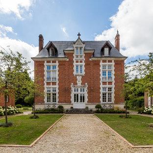 Ispirazione per la facciata di una casa unifamiliare vittoriana a tre o più piani con rivestimento in mattoni, tetto a padiglione e copertura a scandole